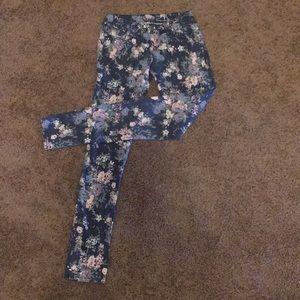 Adorable floral print skinny jean